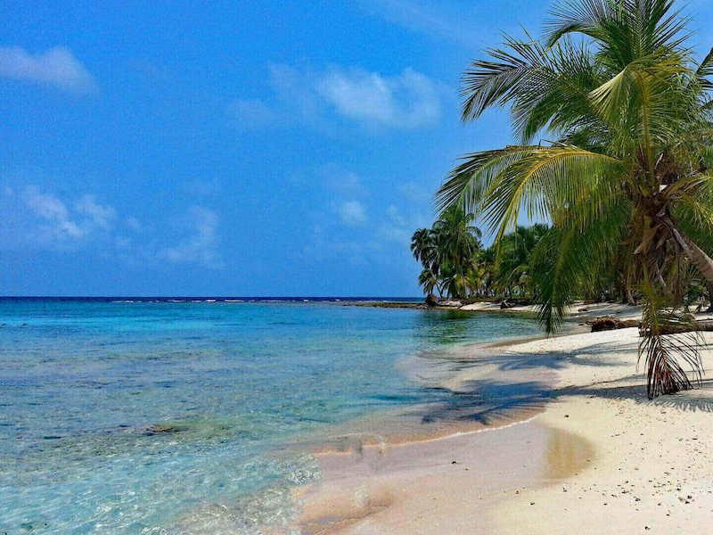 Mietwagenreise quer durch Panama Traumstrand